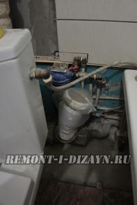 Унитаз  подключен к водопроводу гибким шлангом напрямую