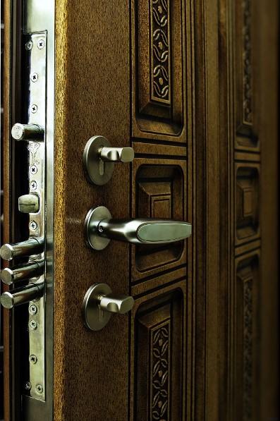 купить входную бронированная дверь для квартиры