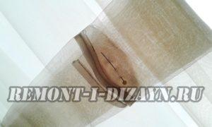 Обернуть ленту вокруг шторы, зацепить ее булавкой или стежками