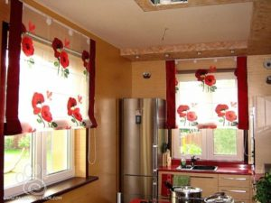 Кухонные шторы- современный стиль для маленькой кухни