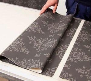 Как клеить виниловые обои на бумажной основе: надо мазать стену или нет