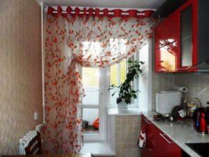 Шторы для кухни с балконом: фото